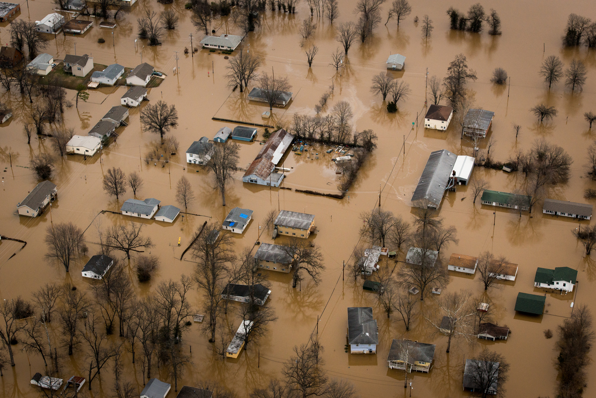 Floodwaters overtake areas surrounding St. Louis