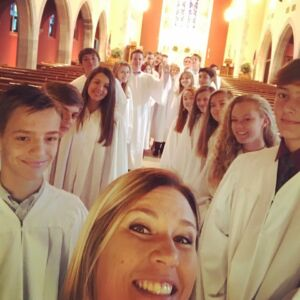 DCE Jayme Nichols takes a selfie with confirmands at Concordia Lutheran Church in Kirkwood, MO before the Rite of Confirmation on October 30, 2016.